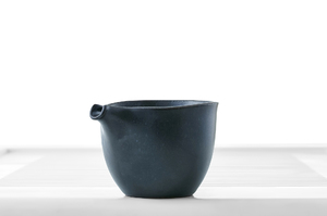 Black Glazed Hemisphere Tea Pitcher (Cha Hai)